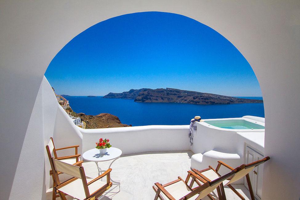 top 10 honeymoon suites in santorini
