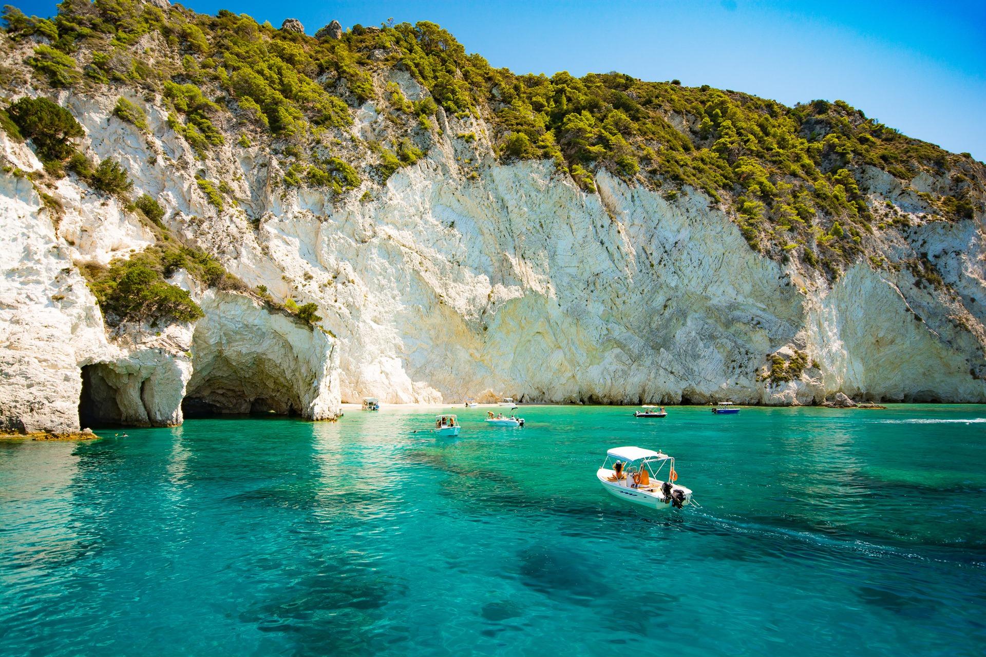Plan your perfect Greek island-hopping adventure