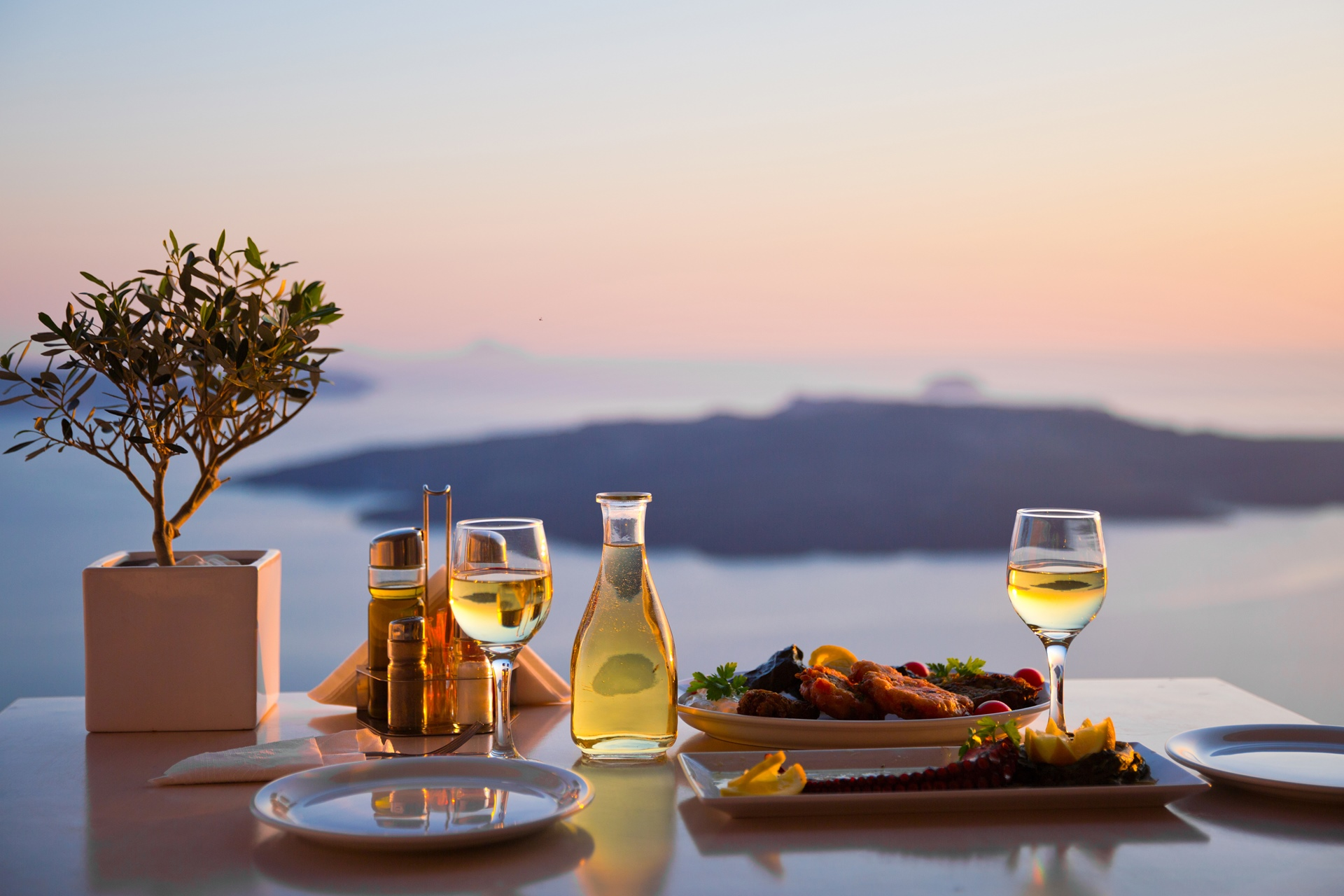Where to eat and drink in Santorini