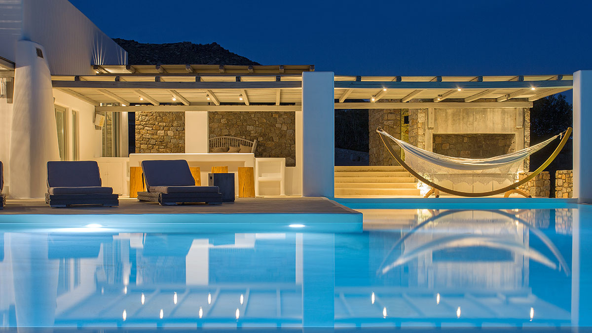 welcome inside 5 luxury villas in Mykonos