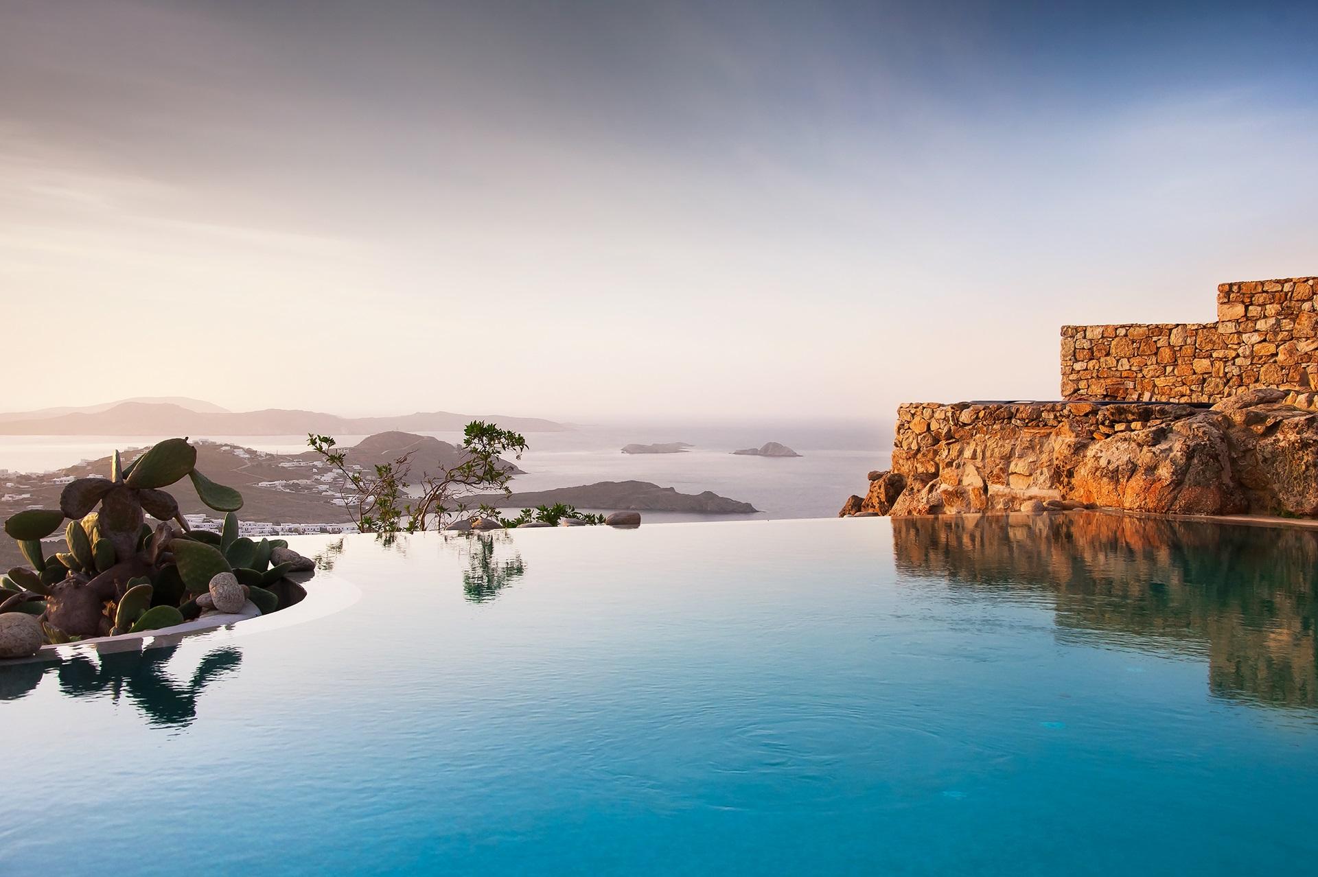 5 Villas, perfect for a group getaway in Mykonos!